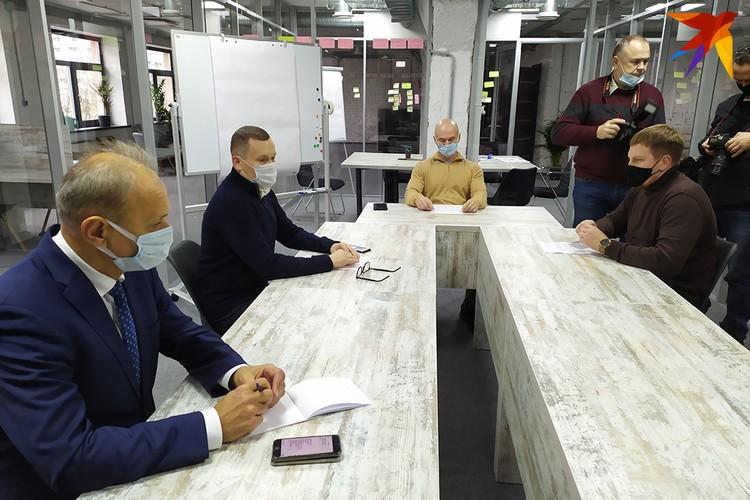 Политолог Юрий Воскресенский провел в Минске первый «Круглый стол демократических сил». Фото: Виталий ДУНАЕВ.