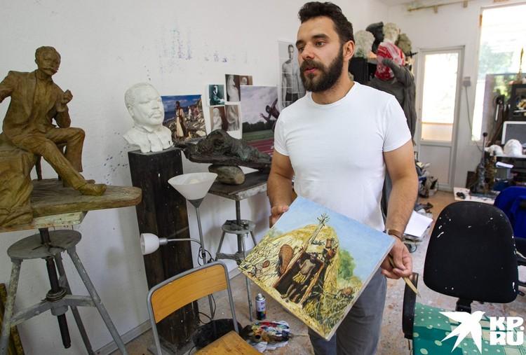 Филипп Трушин в своей мастерской