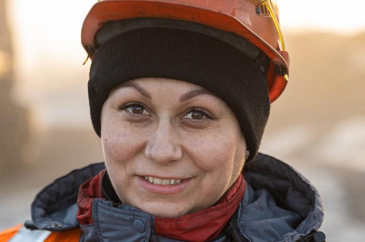 Анастасия Бахарева ценит предприятие за сплоченный коллектив и стабильность. Фото: предоставлено пресс-службой «Сибантрацита».