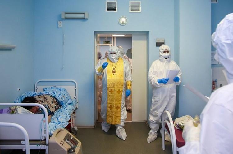 Все пациенты получили в подарок иконы Серафима Саровского. ФОТО: Нижегородская епархия.