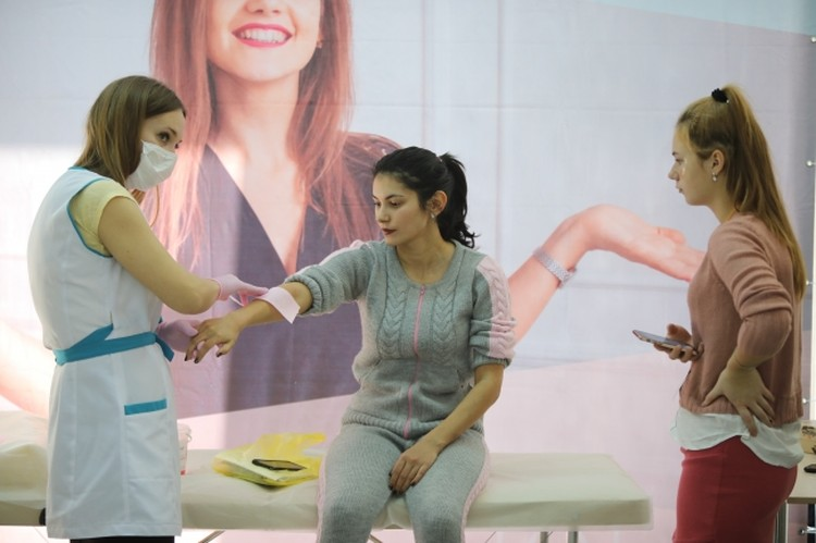 Руки женщины депилируют не часто, но эта зона тоже пользуется спросом