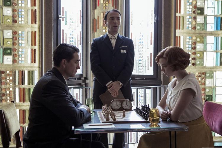 Кадр из сериала «Королевский гамбит»