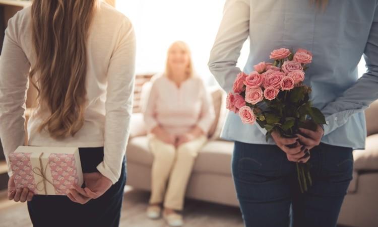 Мама всегда и приласкает, и поддержит, и будет любить нас такими, какие мы есть.