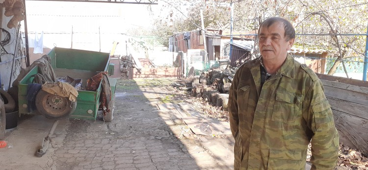 Оправданный Николай Мишин вернулся в дом, а семья убитой девочки живет по-соседству