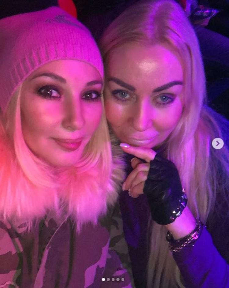 У Леры и Натальи один и тот же типаж - яркие блондинки. Фото: Инстаграм.