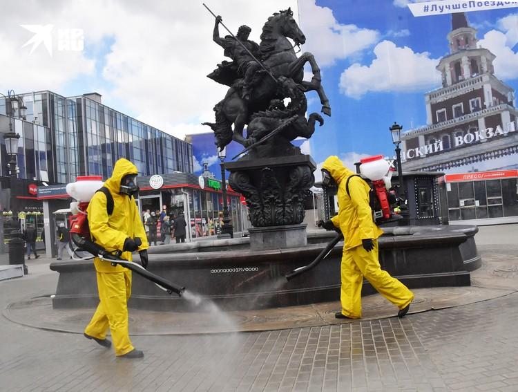 Этим летом спасатели МЧС несколько раз провели дезинфекцию всех вокзалов Москвы