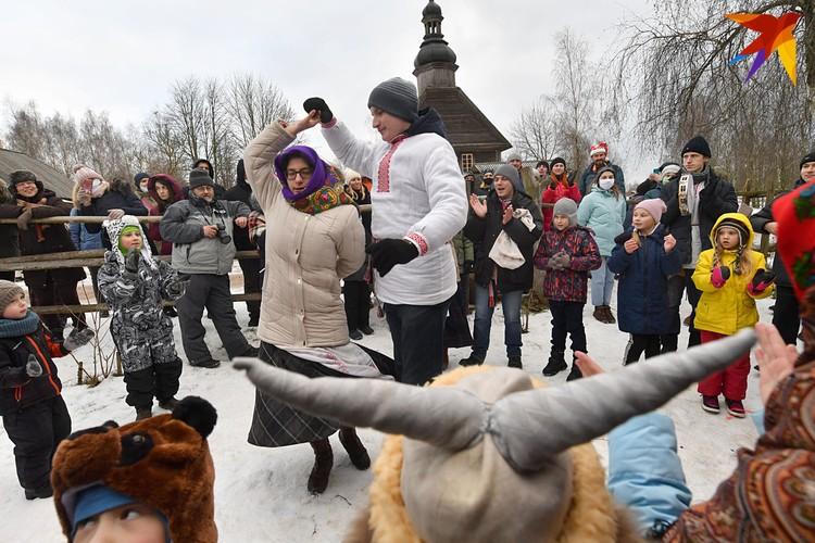 Для гостей праздника организовали представление кукольного театра Батлейки