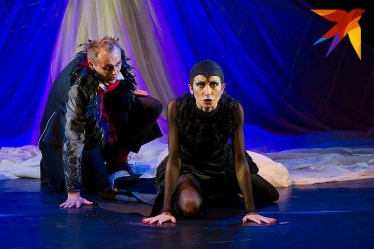 В спектакле «Пеликан» по пьесе шведского классика Августа Стриндберга.