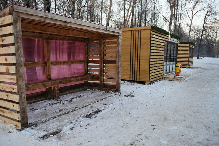 В Гагаринском парке рядом с катком открыли мини-кафе и прокат коньков. Фото: admkirov.ru