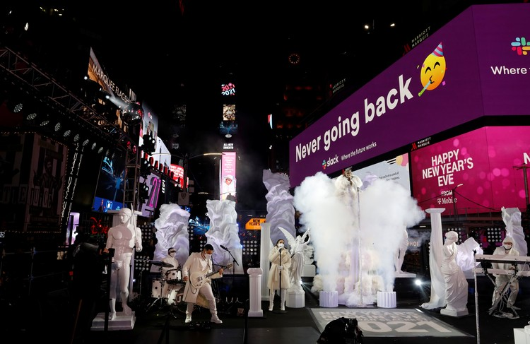 Несмотря на пандемию в Нью-Йорке новый год встретили с размахом