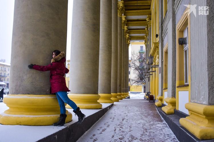 Чтобы обнять красивые колонны, совсем необязательно ехать далеко.