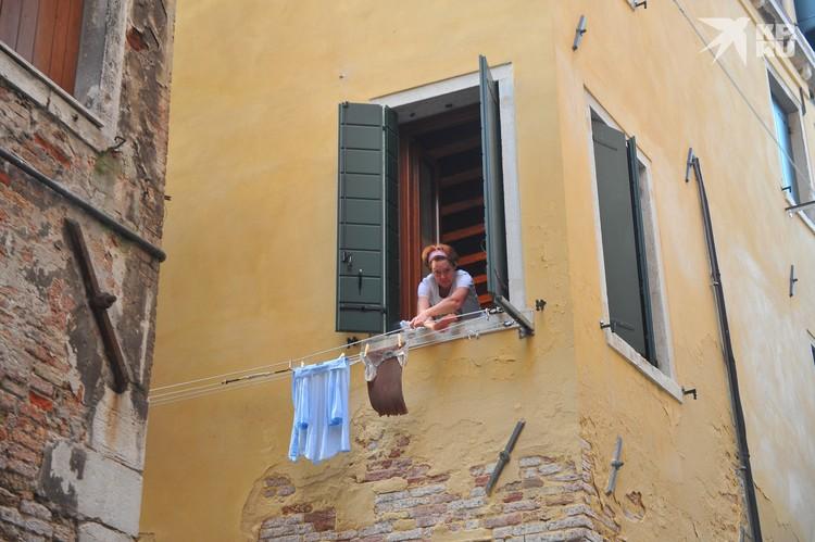 В Венеции тоже есть обшарпанные стены. Ну, прям наша Расточка!