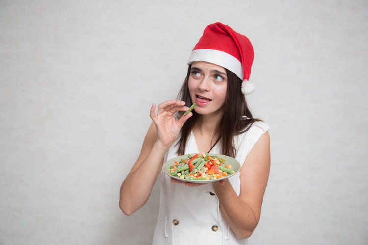 Врач рассказала, как провести каникулы с пользой для здоровья и избавиться от переедания