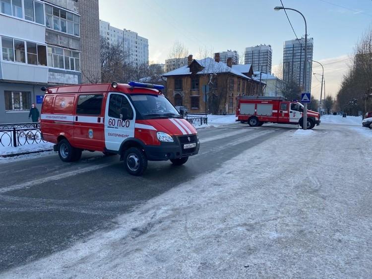 На место пожара приезжали семь машин спецтехники. Фото: ГУ МЧС по Свердловской области