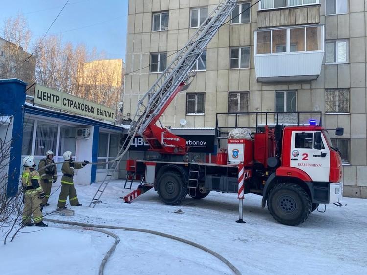 В течение 40 минут огнеборцы ликвидировали открытое горение. Фото: ГУ МЧС по Свердловской области