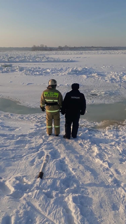 В предполагаемой зоне подтопления работают сотрудники спецслужб Фото: ЧП-Лесосибирск