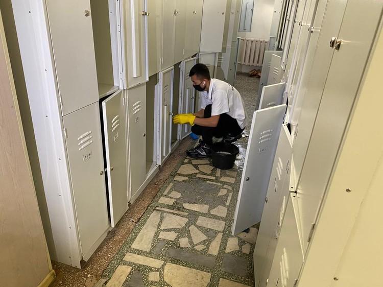 Не обошли стороной во время дезинфекции и индивидуальные шкафчики. Фото: Департамент информационной политики Свердловской области