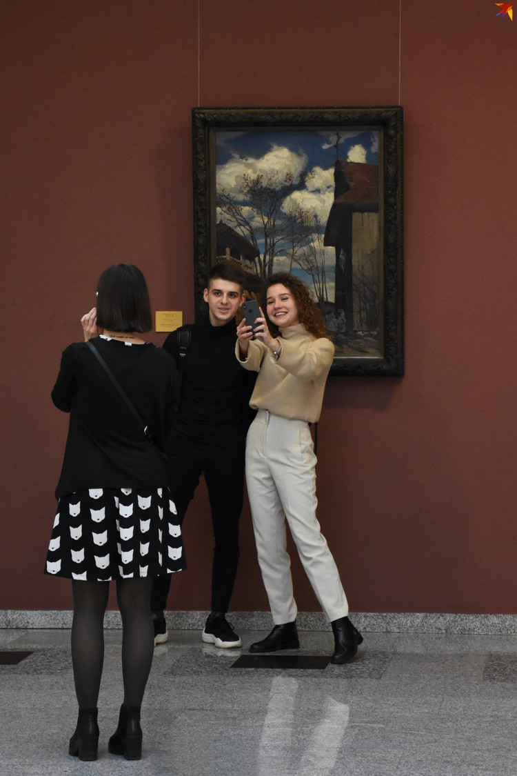 Картина «У костела» Фердинанда Рущица выставляется в Национальном художественном музее.