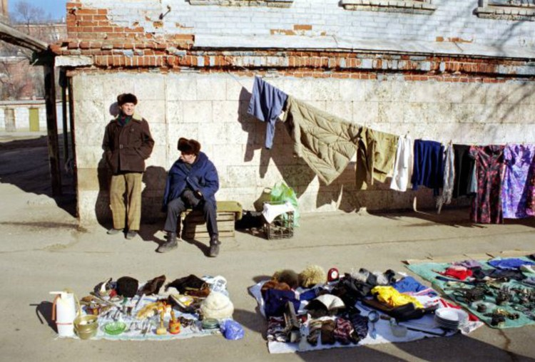 Народ боялся тотальной бедности: на этом и играли политтехнологи. Фото: Александр ШМЕЛЕВ/Global Look Press