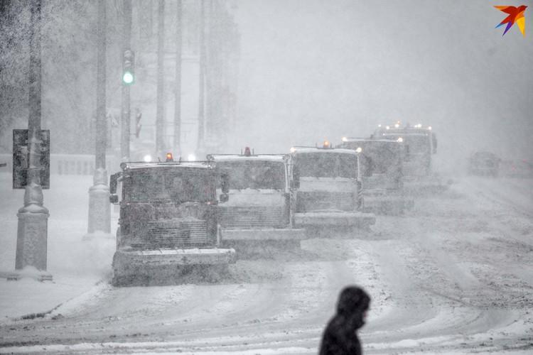 В «Горремавтодоре» говорят, что 4 февраля на улице расчищает снег 700 машин спецтехники
