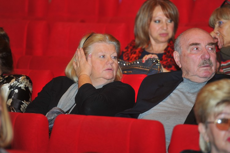 Они прожили вместе более 40 лет. В 2014-м, когда Эйдлин скончался от инсульта, Муравьева так переживала потерю, что готова была бросить карьеру и уйти в монастырь.