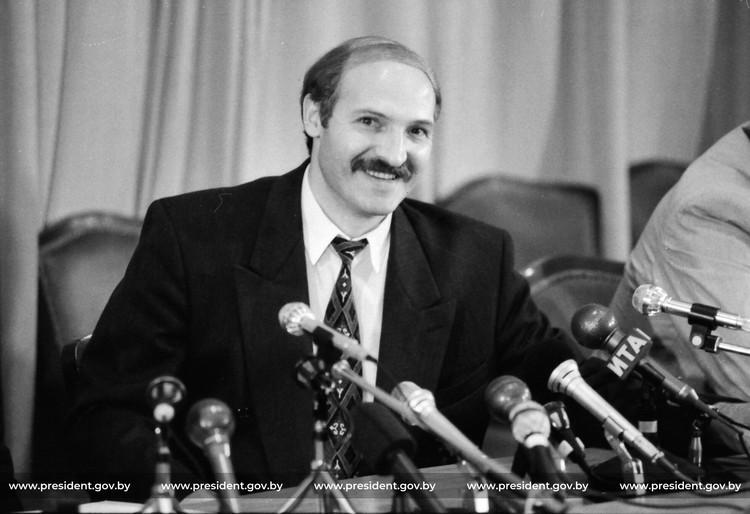 Первая пресс-конференция в 1994 после президентских выборов.