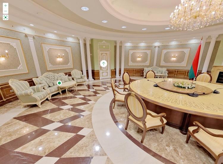Зеленый зал Дворца независимости в Минске. Именно вокруг этого столика сбоку прошла встреча Нормандской четверки. Фото: president.gov.by.