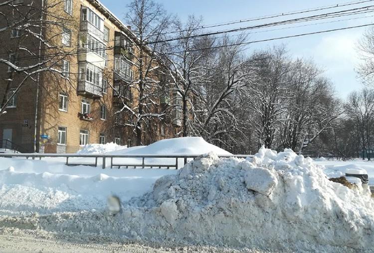 Вот уже второй день Нижний Новгород не может прийти в себя после разгула стихии.