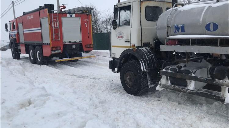 Буксовали даже грузовики МАЗ. Фото: МЧС