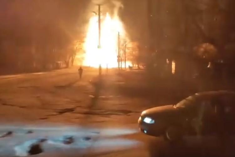 На месте происшествия работают сотрудники МЧС, полиции и других силовых структур. Фото: vk.com/lnr_org