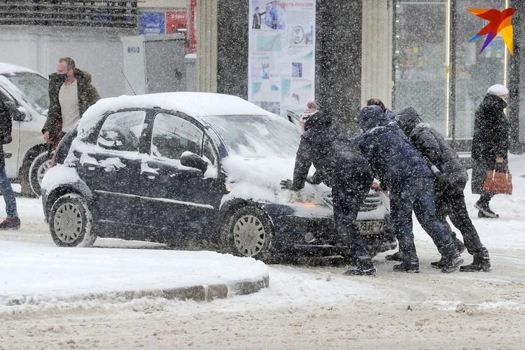 Зима в этом году добавила хлопот белорусам