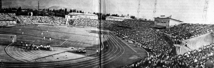 Заполняемость Центрального стадиона тогда была более чем стопроцентной!
