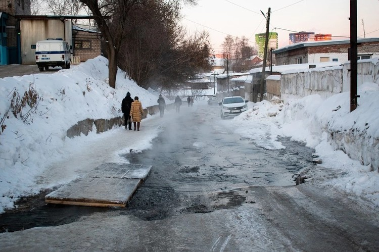 Из-за порыва ходить по улице было тяжело несколько дней. Фото: Анастасия Михайлова