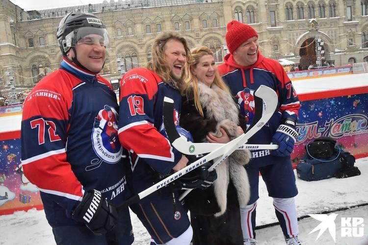 Звездой команды Ассоциации любительского хоккея был солист группы «Челси» Роман Архипов