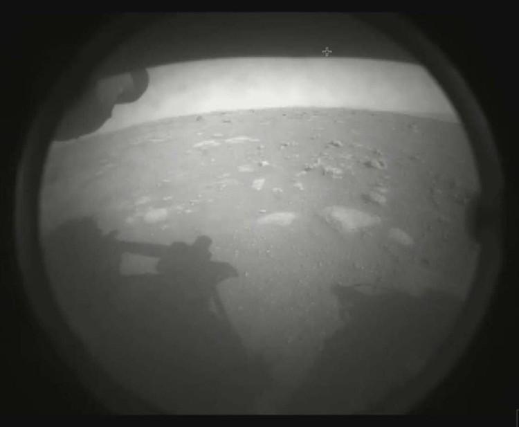Первый снимок марсохода Perseverance с поверхности Марса