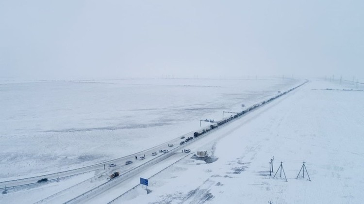 Пробка 19 февраля растянулась на километры. Фото: пресс-служба МЧС по РК