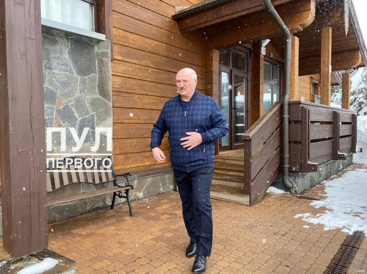 """Фотофакт: в Сочи начались переговоры Лукашенко и Путина без галстуков. Фото: Телеграм-канал """"Пул Первого""""."""