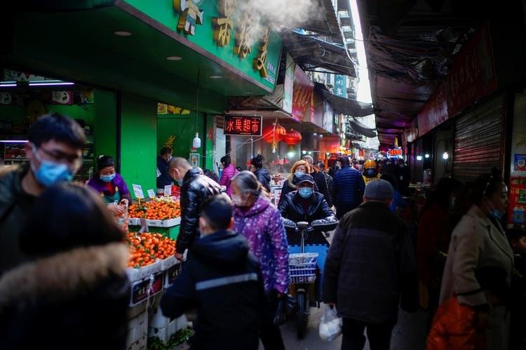 В начале пандемии под подозрение попал рынок Хуанань в Ухане.