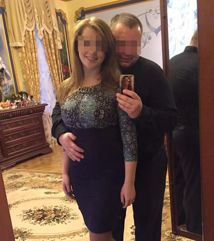 На снимке дочка Барданова со своим бывшим мужем. Кадр сделан в одной из комнат.