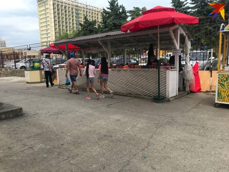 Рынок рядом с местом ЧП