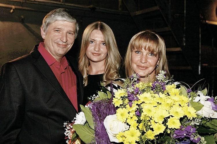 Елена Проклова, Андрей Тришин и их дочка Полина.