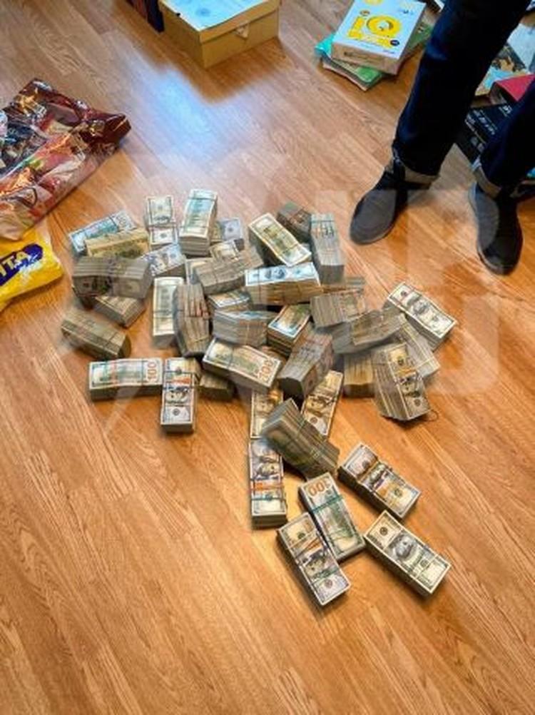 Начальник полиции Егорьевска хранил деньги в армейском переносном термосе