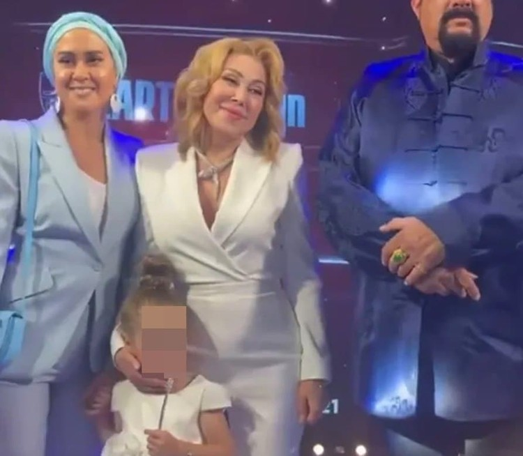 Люба Успенская вышла в свет с дочерью Татьяной Плаксиной.