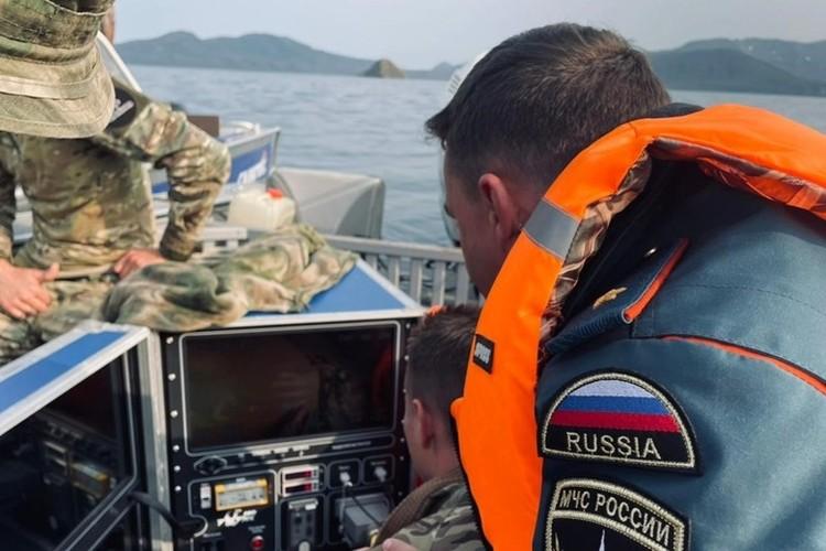 Восьмерых пропавших без вести ищут спасатели, военные и ученые. Фото: Главное управление МЧС России по Камчатскому краю