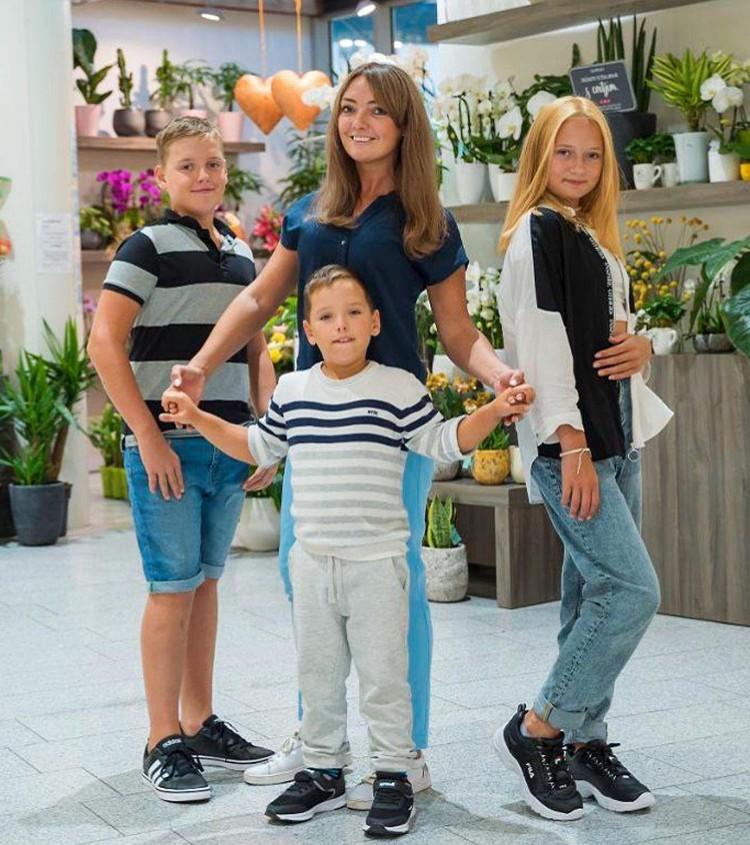 Светлана Малькова трудится на трех работах, чтобы обеспечить детей