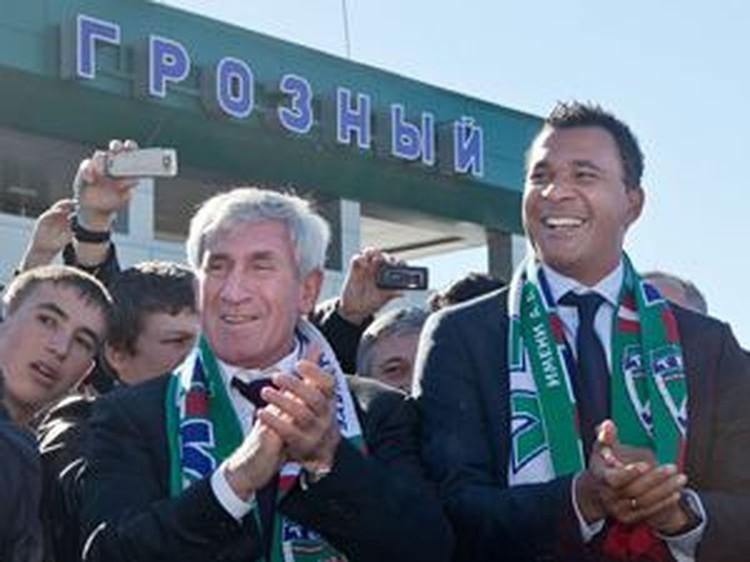Нового тренера «Терека» легендарного голландца Рууда Гуллита (крайний справа) болельщики встречали в Грозном с огромной радостью.
