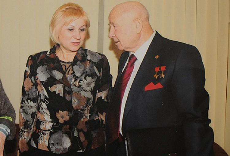 О своей встрече с Гагариным Румия рассказала космонавту Алексею Леонову.