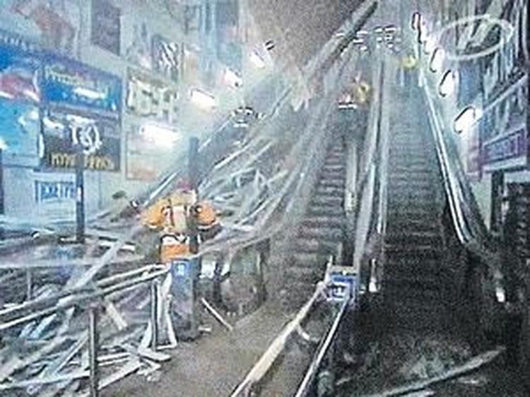 Эскалатор станции метро «Октябрьская» разнесло в клочья.