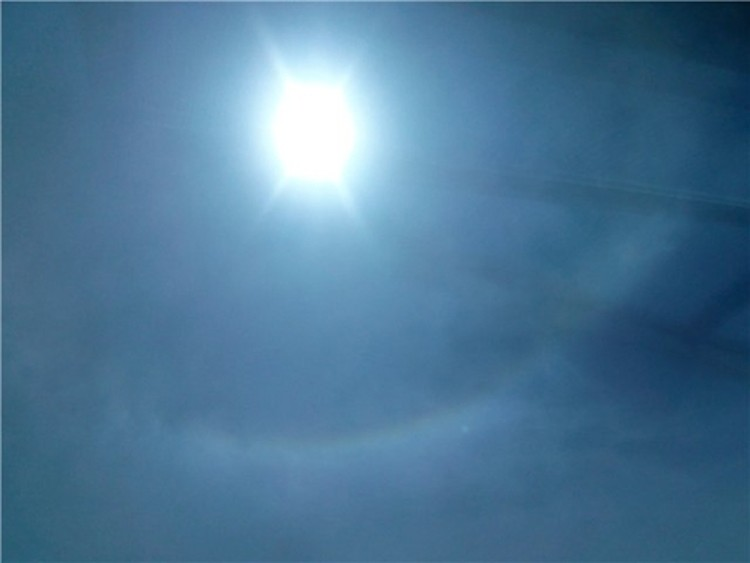 Круги над солнцем в небе Ростова были отчетливо видны.