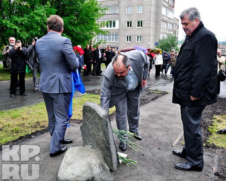 Алексей Веллер отметил, что памятник станет наглядным примером для мурманской молодежи.